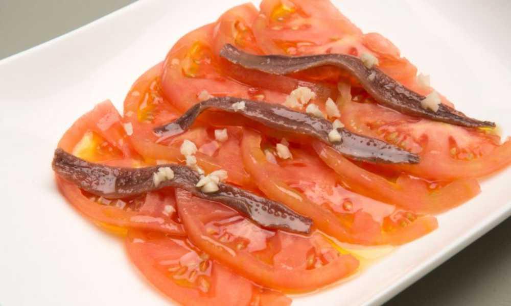 ensalada de tomate de la huerta con anchoas en restaurantesalamar.com  madrid