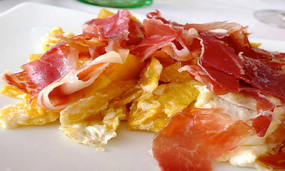 huevos rotos con jamon  o bacalao restaurante salamar madrid